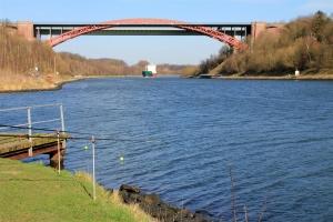 Heringsangeln in Kiel am Nord-Ostsee-Kanal an der alten Levensauer Hochbrücke