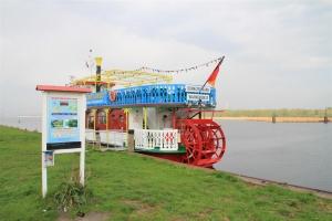 Heringsangeln in Rostock - Angelplatz Schnatermann mit Ausflugsdampfer
